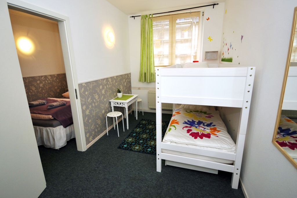 ferienwohnung family hostel dresden in dresden neustadt. Black Bedroom Furniture Sets. Home Design Ideas